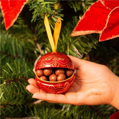 Bola de Natal com Dragées de Chocolate ao Leite