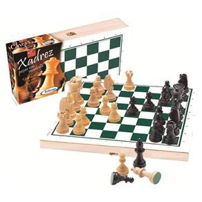 Jogo de Xadrez com Peças de Madeira