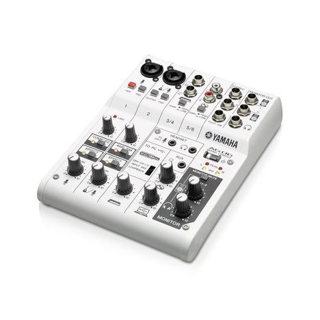 Mesa de Som 6 Canais Yamaha Ag06
