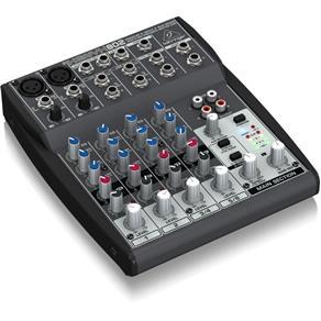 Mixer Analógico Behringer Xenyx 802 com 8 Entradas