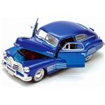 Miniatura Carro de Coleção Chevrolet 1948 Aerosedan Fleetline Escala 1/24 Motormax Azul